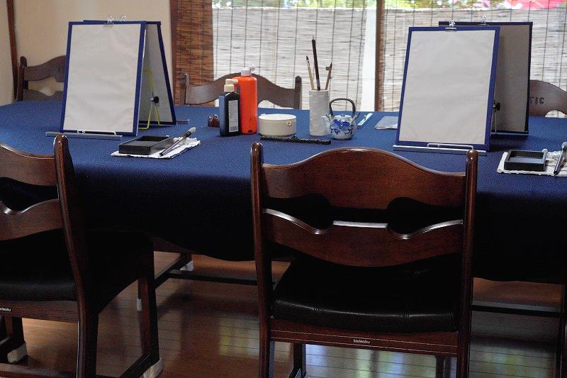 かんめい書道教室 テーブル席で正座なし
